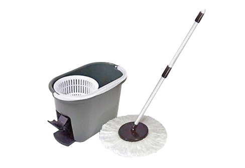 Rotating Mop Helps People Who Hate Getting Their Hands Dirty